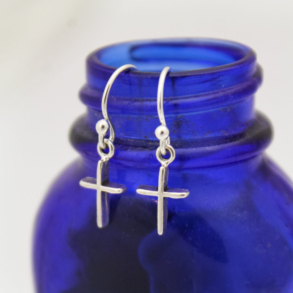 These unique silver cross earrings are a great gift for confirmations or first communions.
