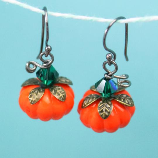 Adorable pumpkin earrings for fall fashion.