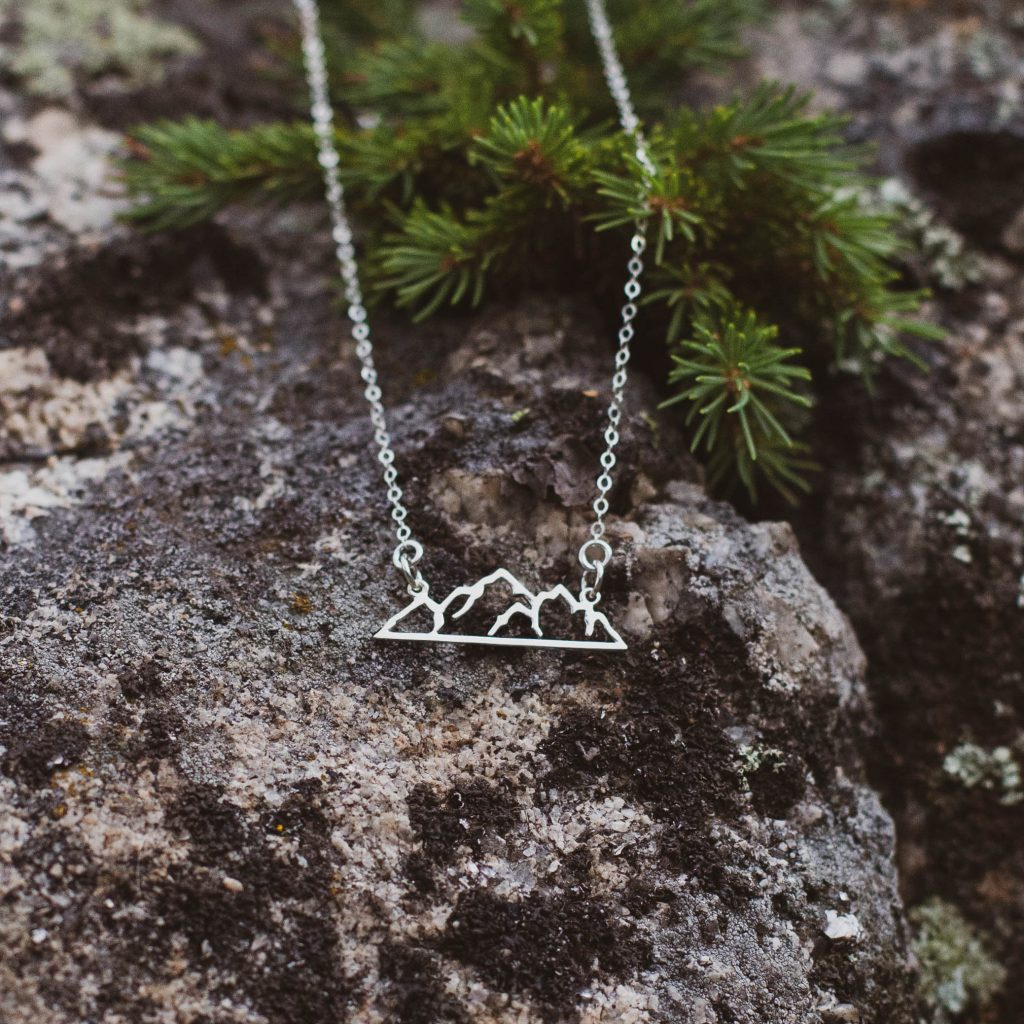 silver mountain bar necklace